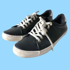Old Navy low top sneaker shoes faux leather 10
